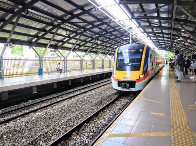 クアラルンプール通勤事情-日本人が通勤で利用しているクアラルンプールの電車KTMの写真