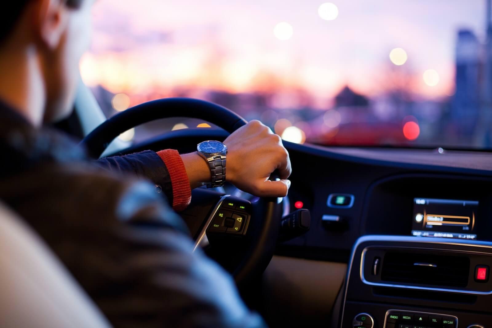 マレーシアでも車を運転したい!運転免許はどうしたらいいの?